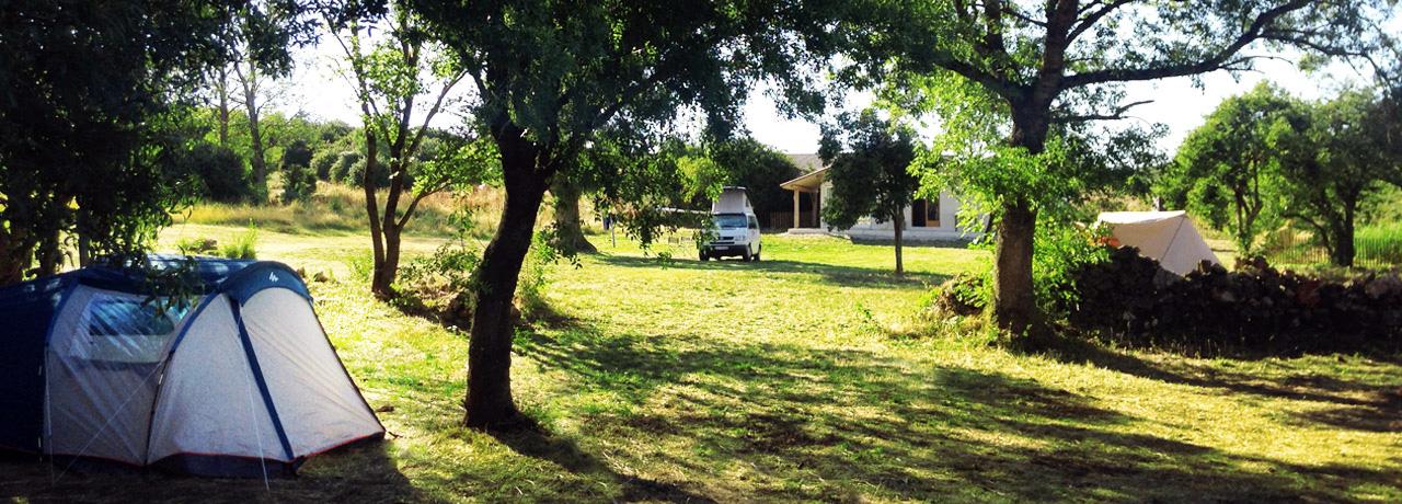 Camping du larzac le caylar petit camping familial for Petit camping familial avec piscine